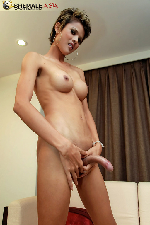 Breasty Red Haired Girls Licked On A Spunky Ladyboy 1