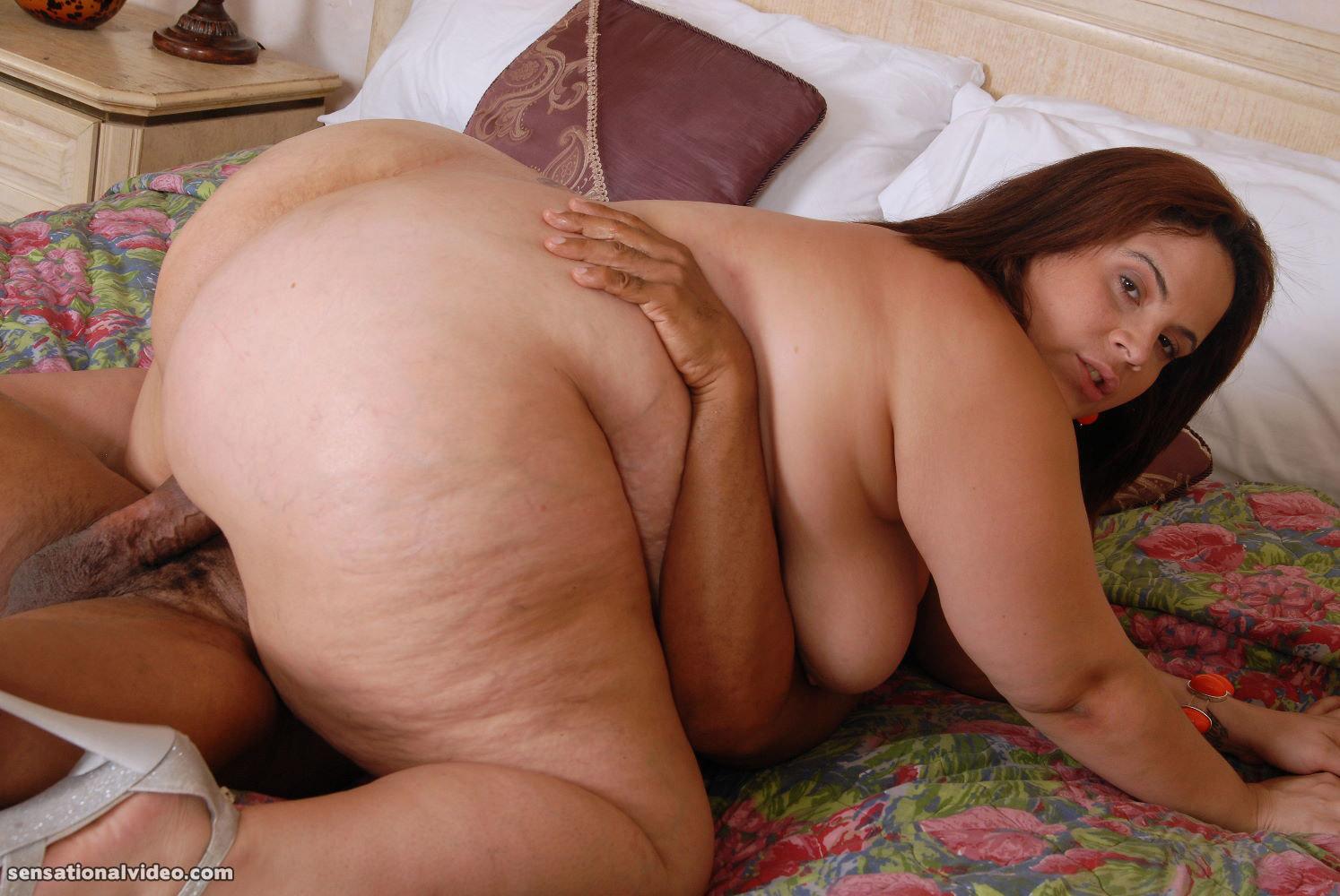 Nubile girls sucking big cocks