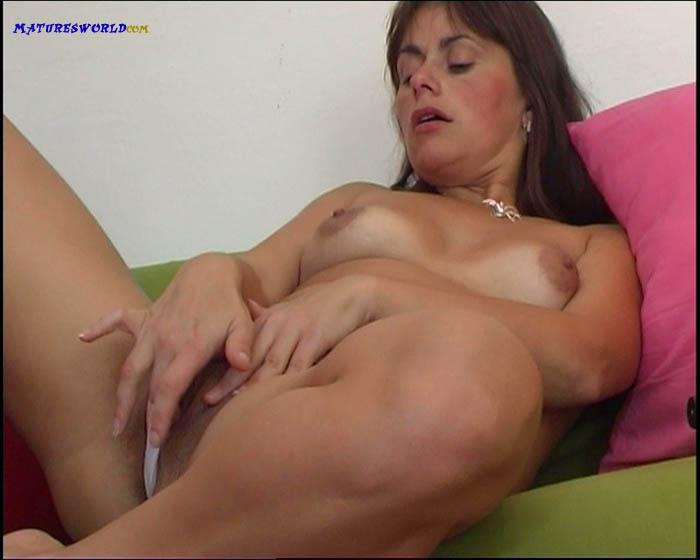 video-masturbatsiya-milf