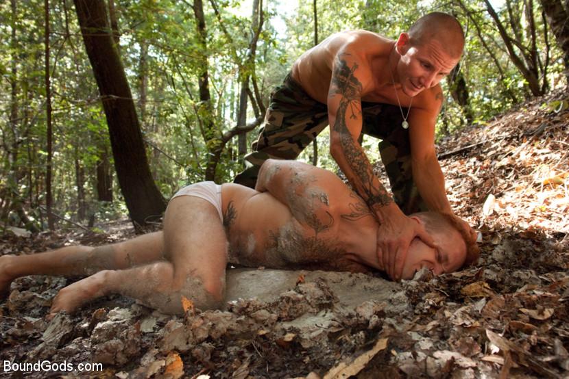 Порно Геи Насилие В Лесу