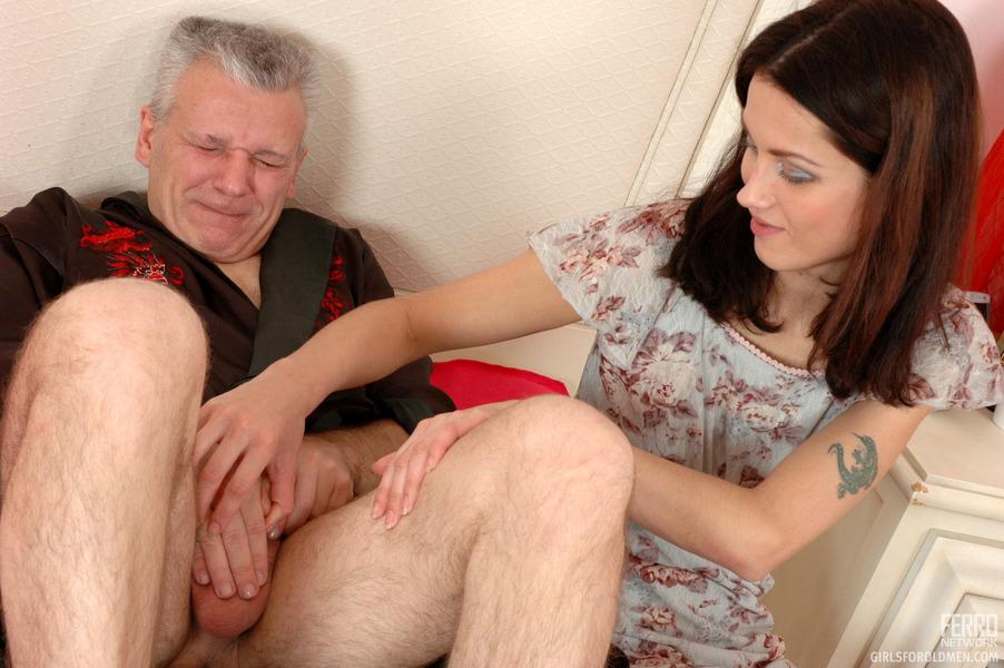 Порно папа застукал дочь 79897 фотография