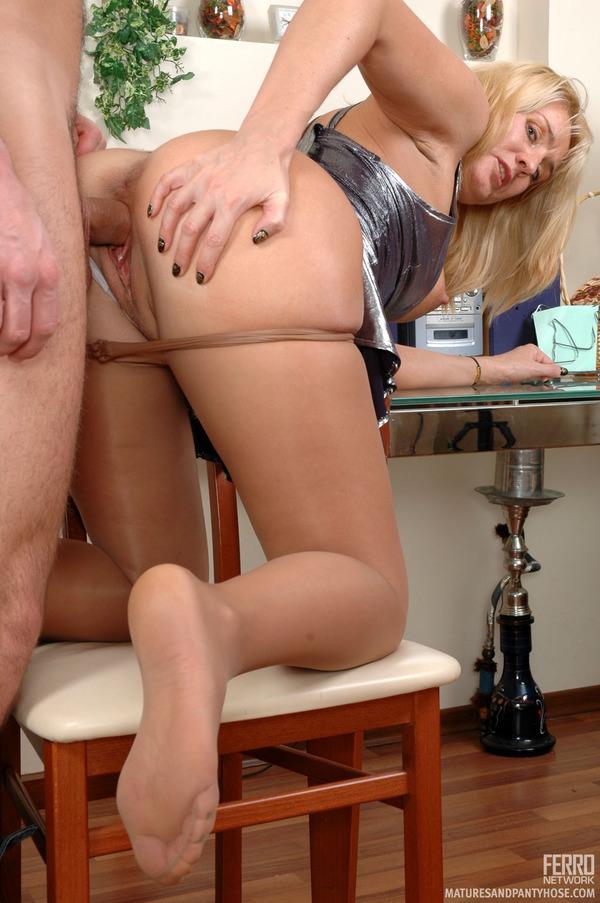 porno-tetya-trahaet