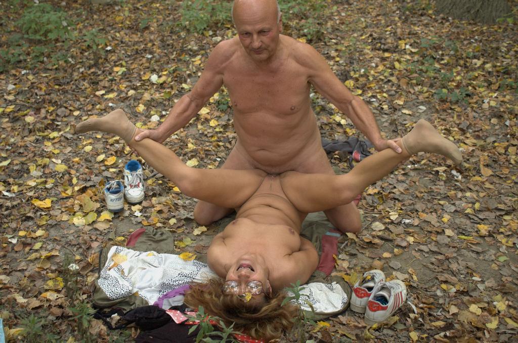 Фото секса в лесу с престарелыми бабами