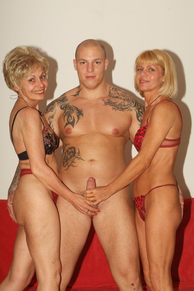 Бесплатные фото голых дам с юношами