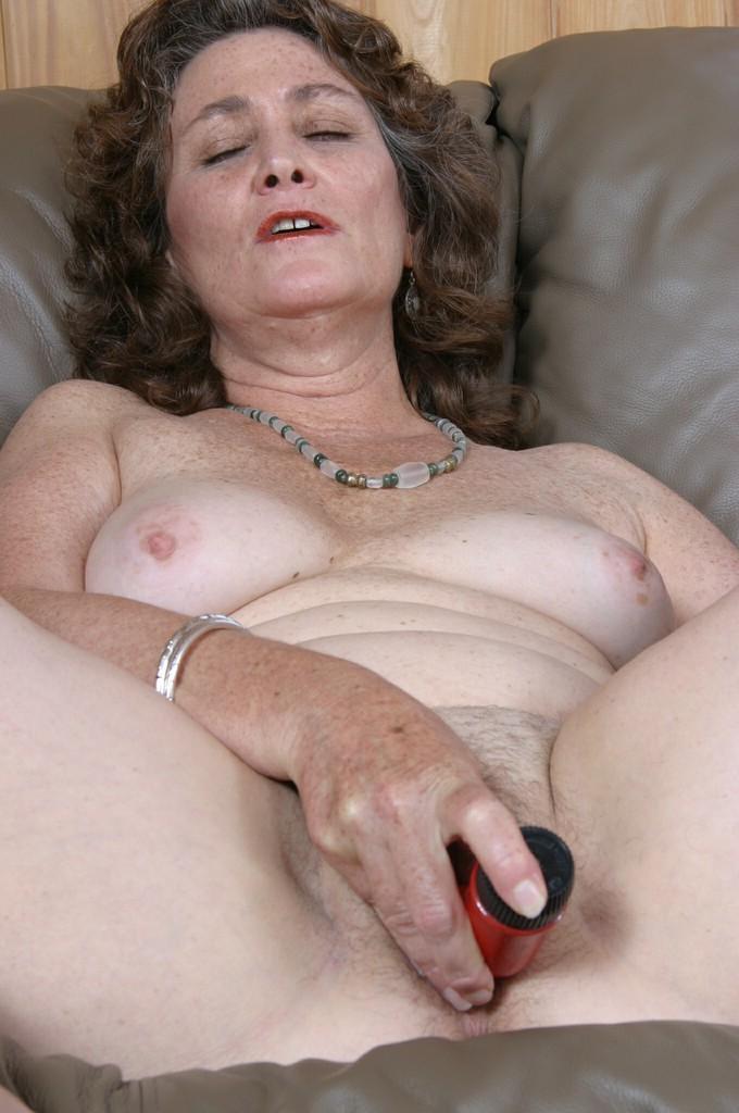 Женщины постарше мастурбируют порно 43207 фотография