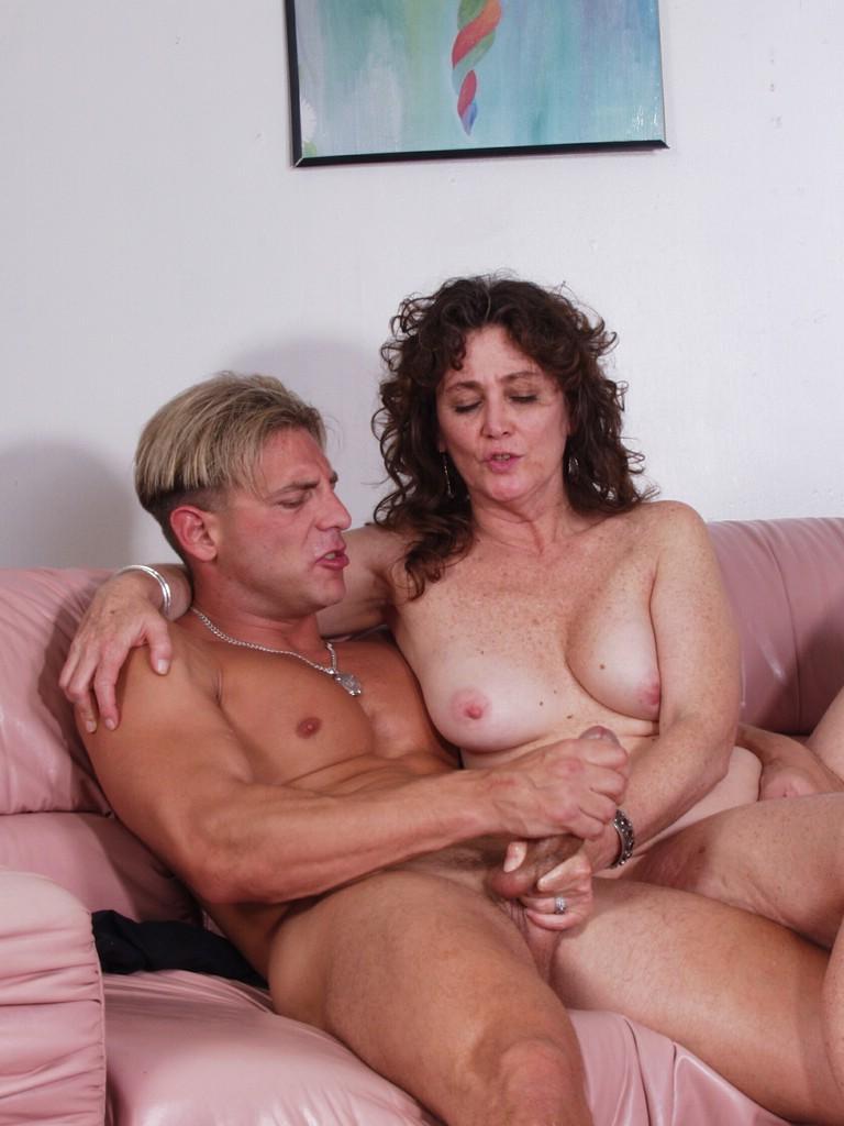 Секс с 60 летними женщинами и молодыми парнями