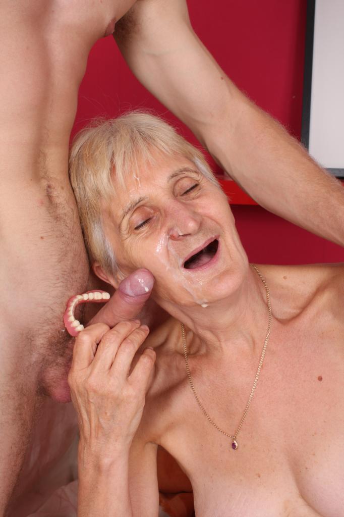 порно старухи беззубые