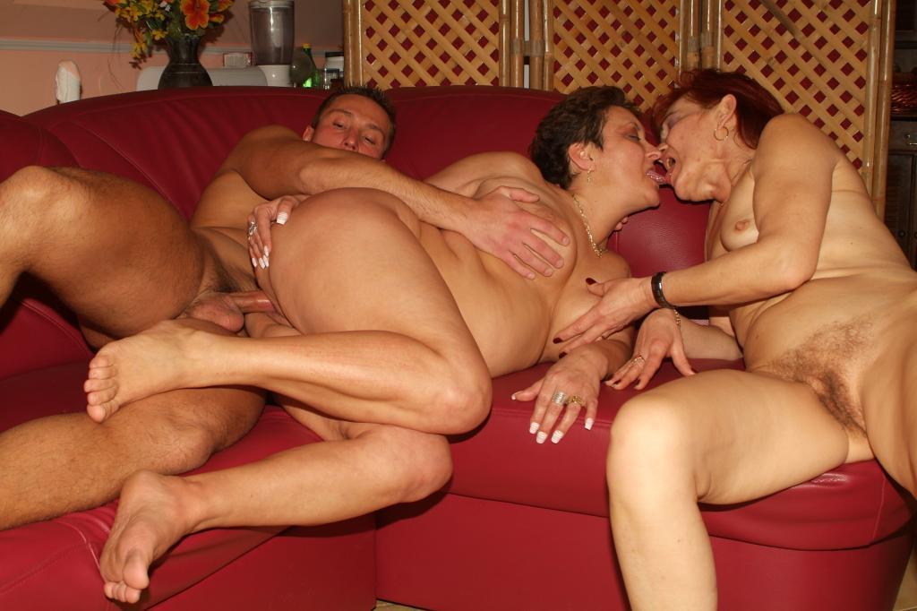 Three lesbians double sided dildo