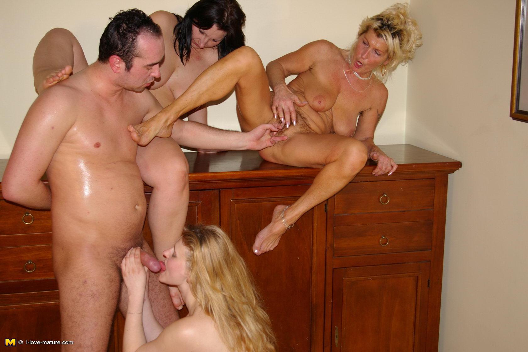 Порно зрелых женщин в HD онлайн и бесплатно на Mature-porn.ru
