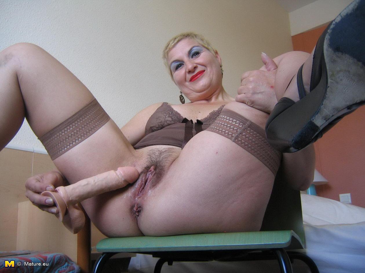 порно онлайн с зрелыми мастурбирующими женщинами