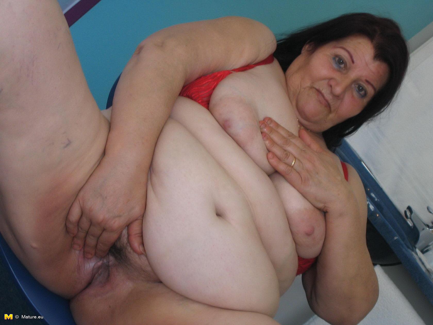 Секс бабушек с большим клитором