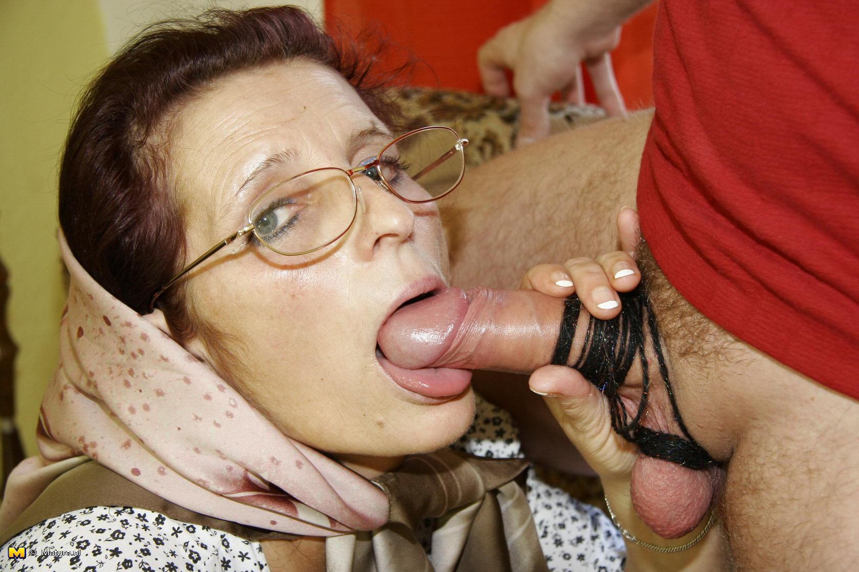 Домашние порно сосущих старух