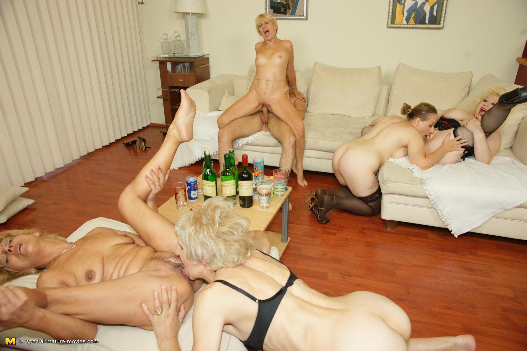 В груповухе тетки