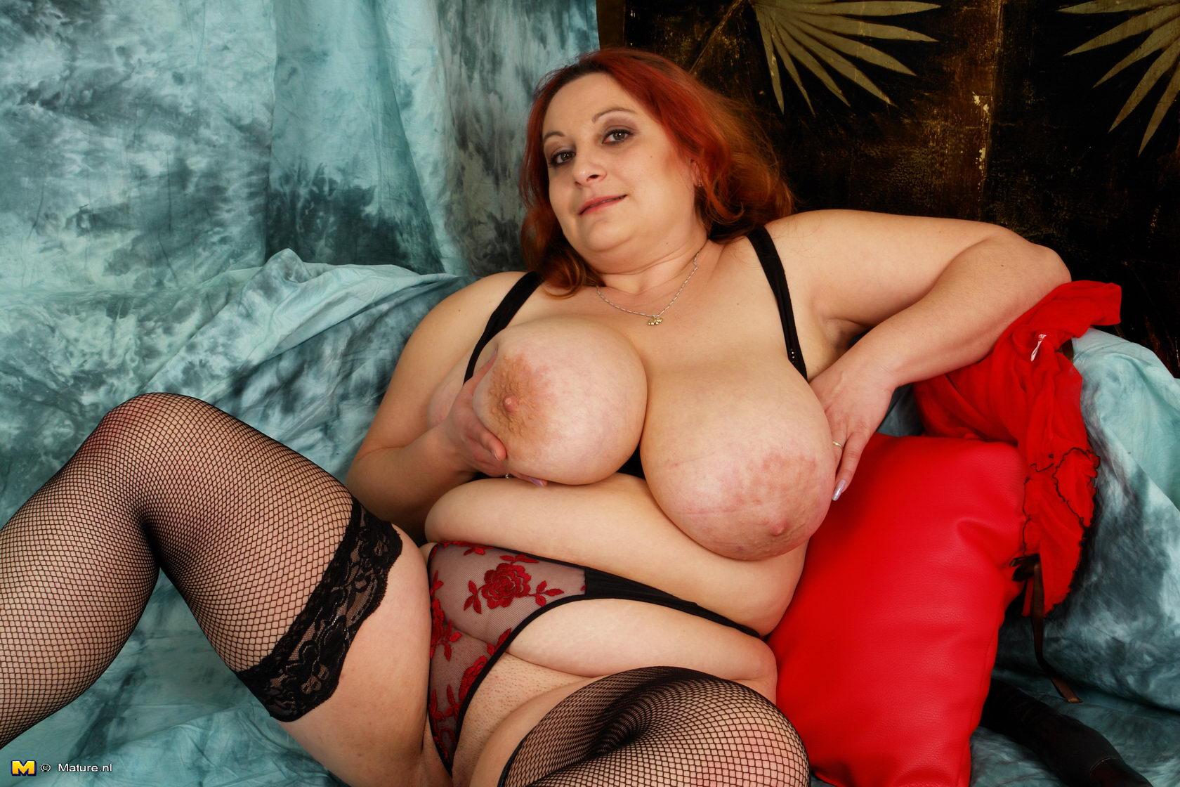 Толстая женщина с огромной грудью, Большие сиськи зрелых тёток на Секс Зима 3 фотография
