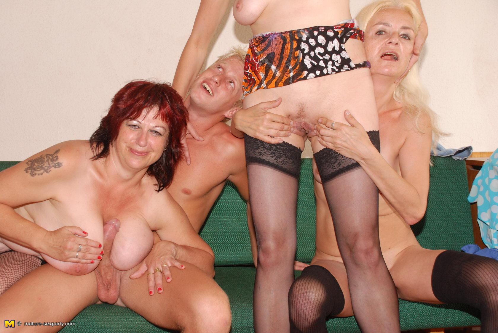Порно фото галереи старушек с молодыми парнями, тина канделаки порно фото