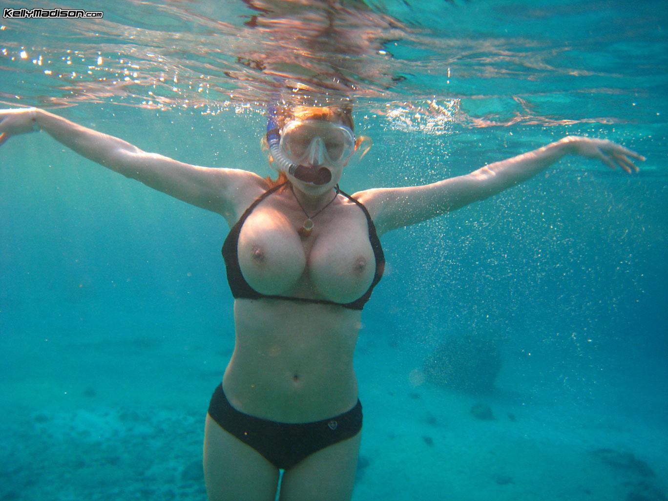 golie-devki-vode