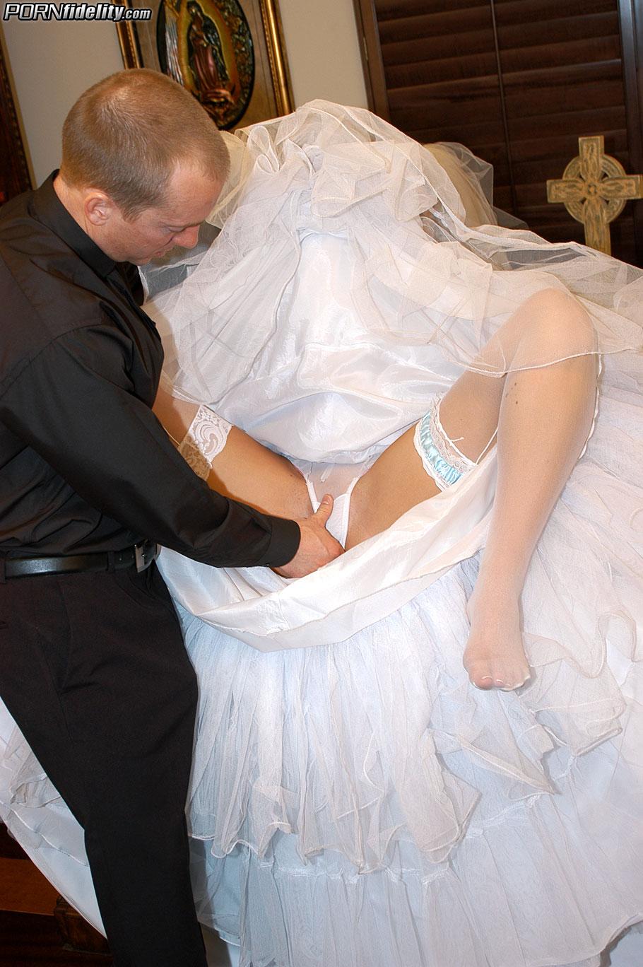v-svadebnom-plate-viebal-svekor