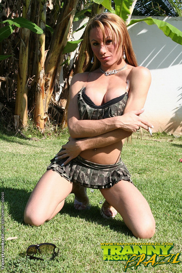 Tranny Posing Outdoor 111