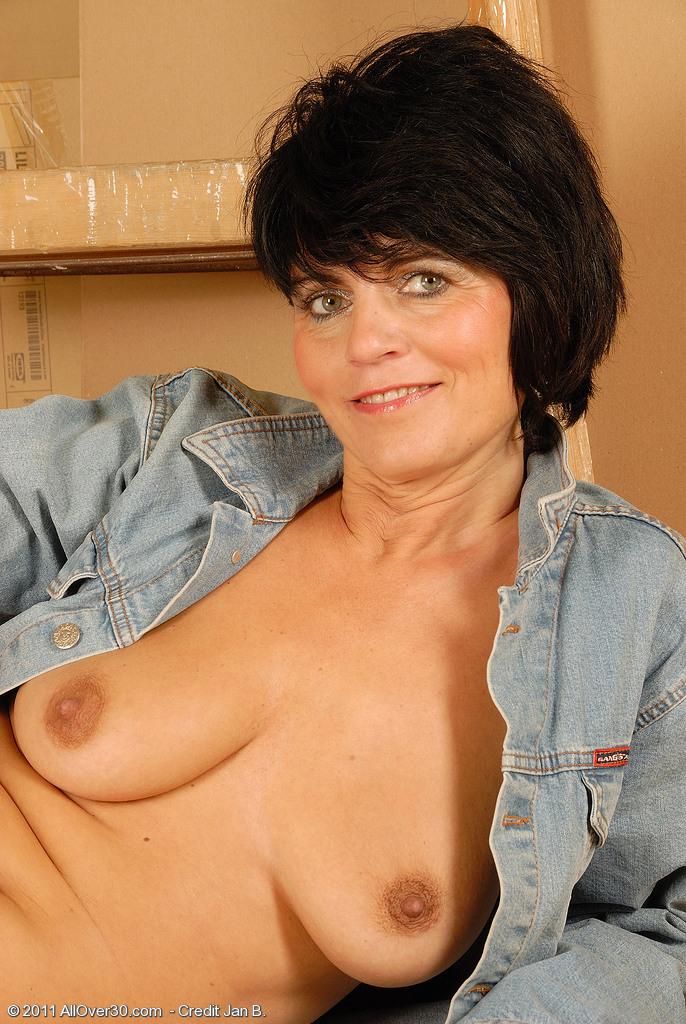 Зрелые женщины с короткой стрижкой порно