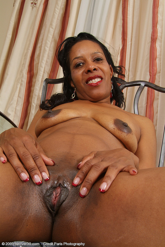 black zoomed hairy pussy