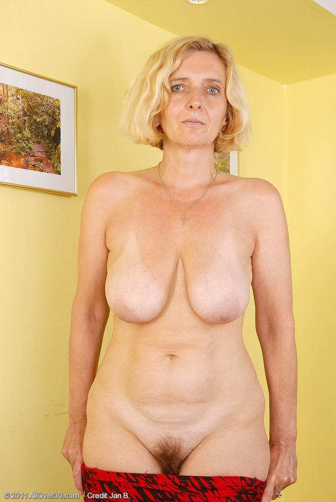 Фото голых старух с волосатым лобком 74804 фотография
