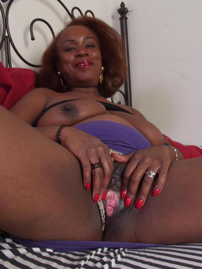 Lips with black girls pussy