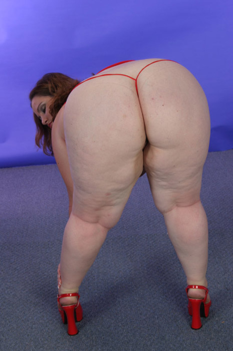 Free picture of nude chubby woman