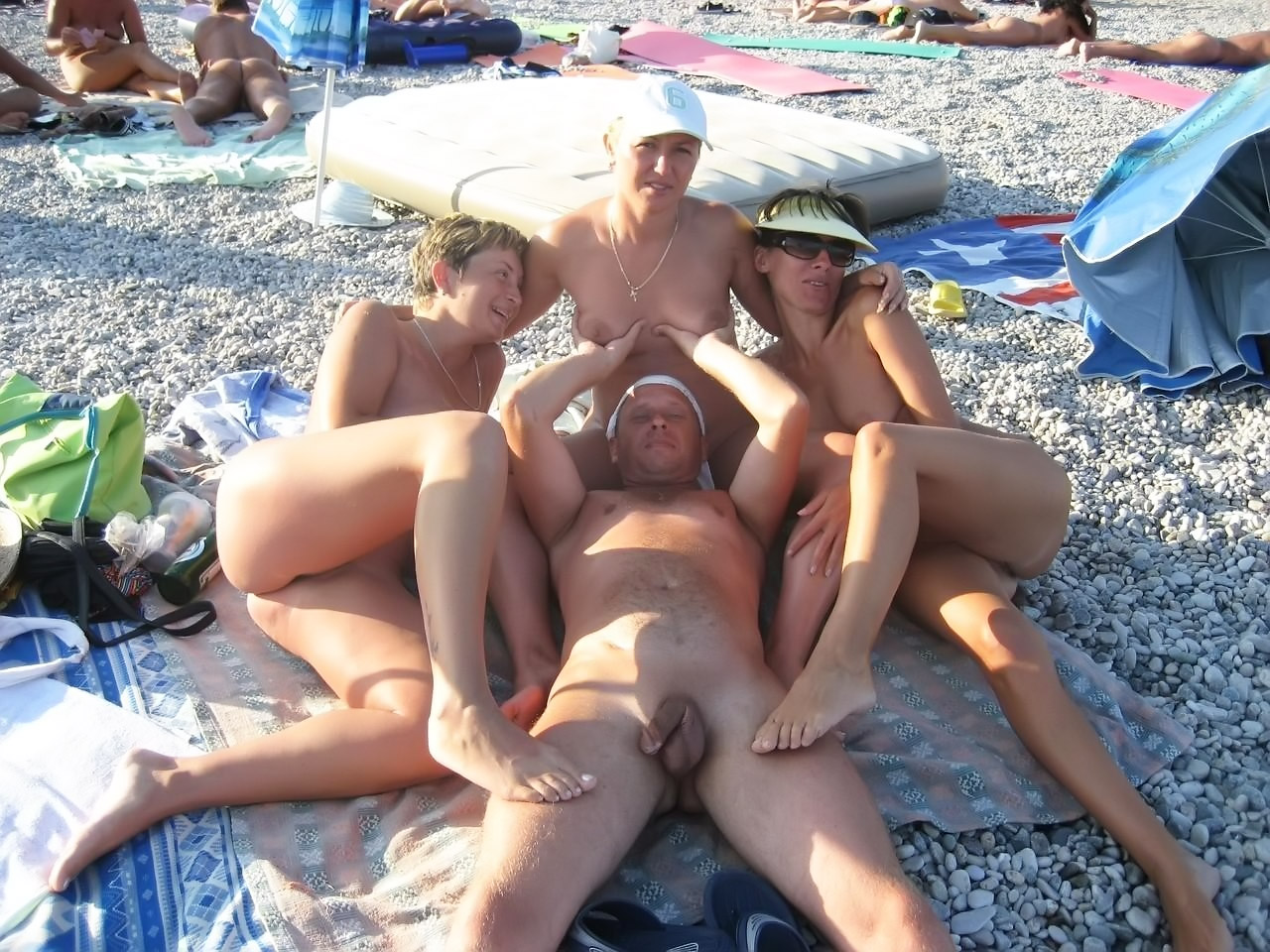 семейные нудисты на пляже фото № 193221 загрузить