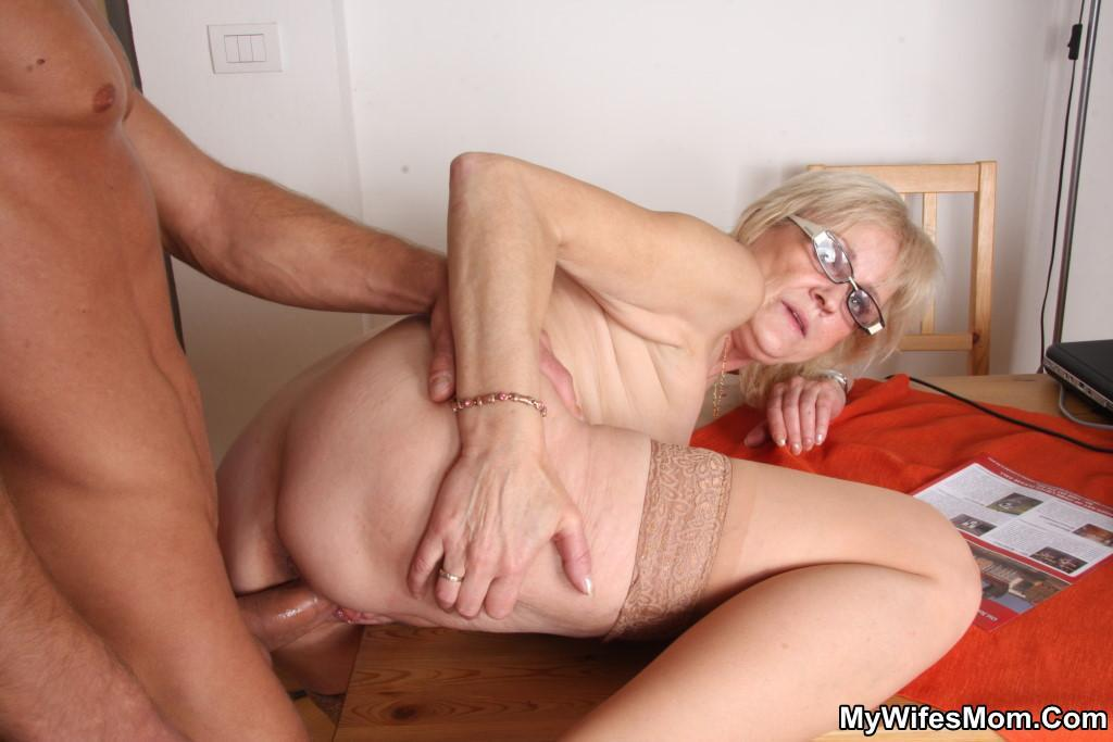 старых женщин ебут фото