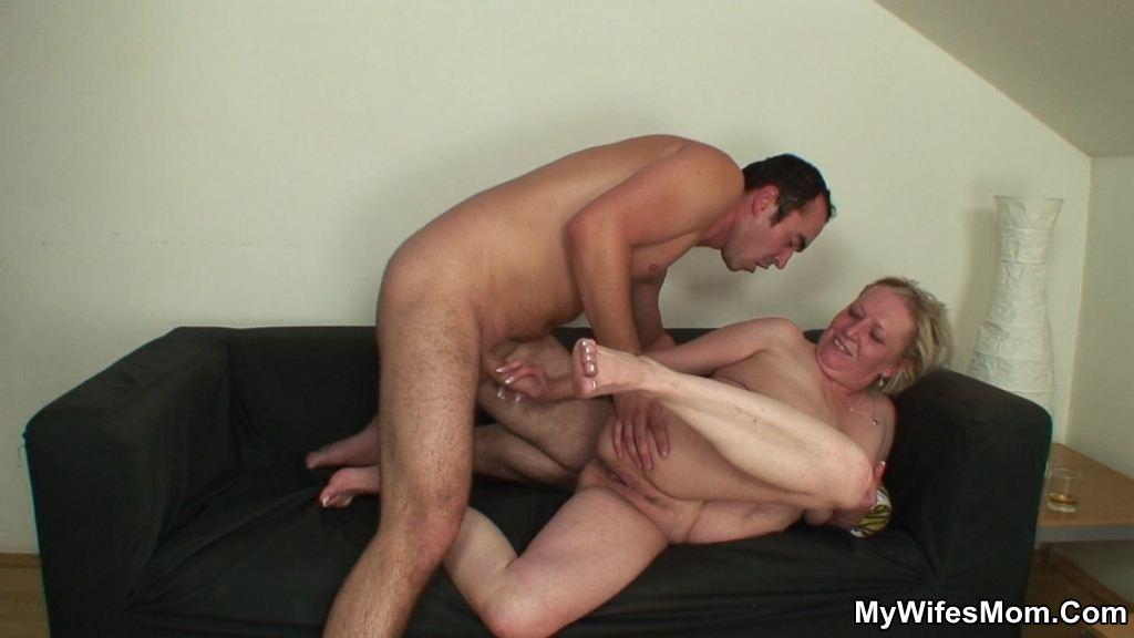 порно син трахаеть пяную мать