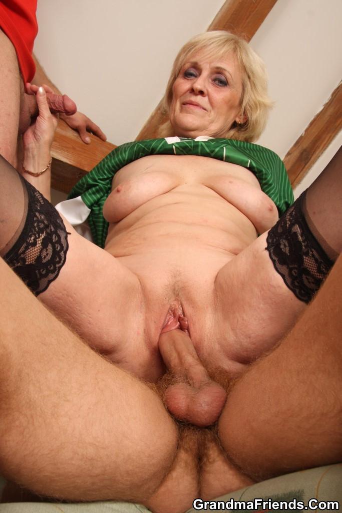 Секс порна зрелые бабушки трах