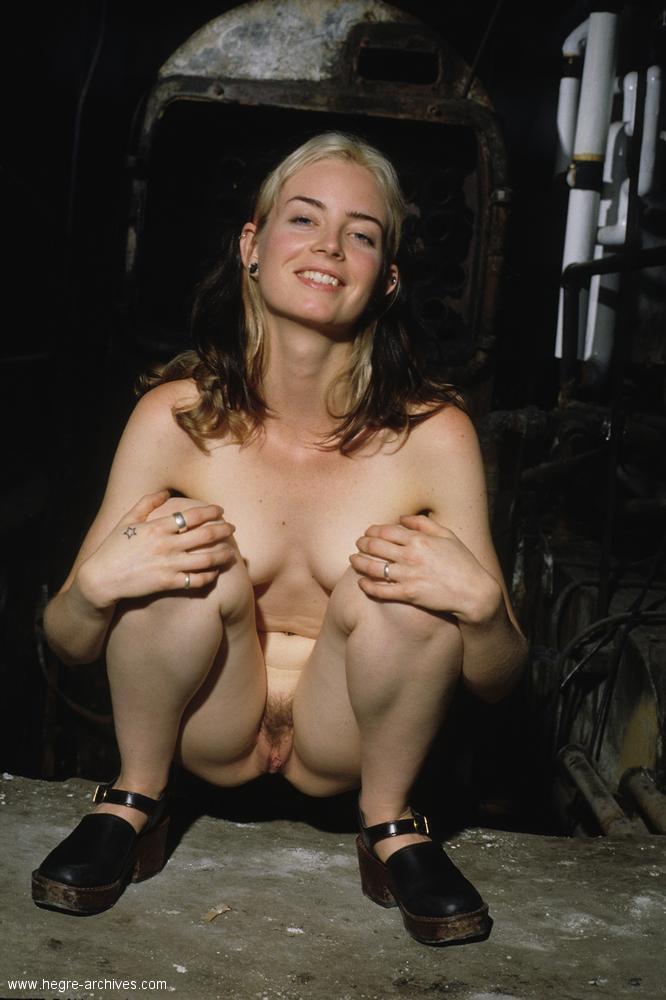 порно фото красотки на корточках № 7936