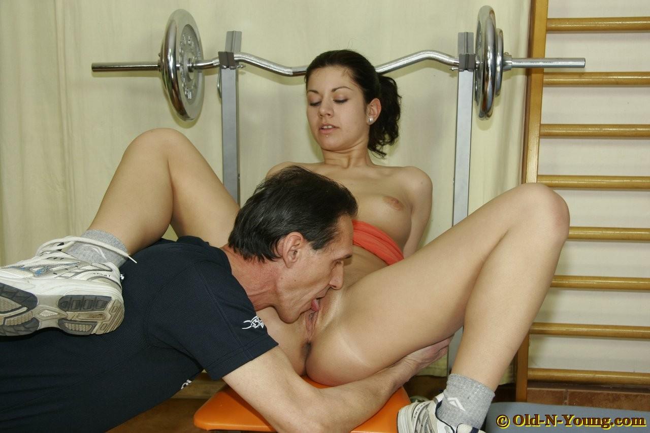 Секс с учительницей физры видео