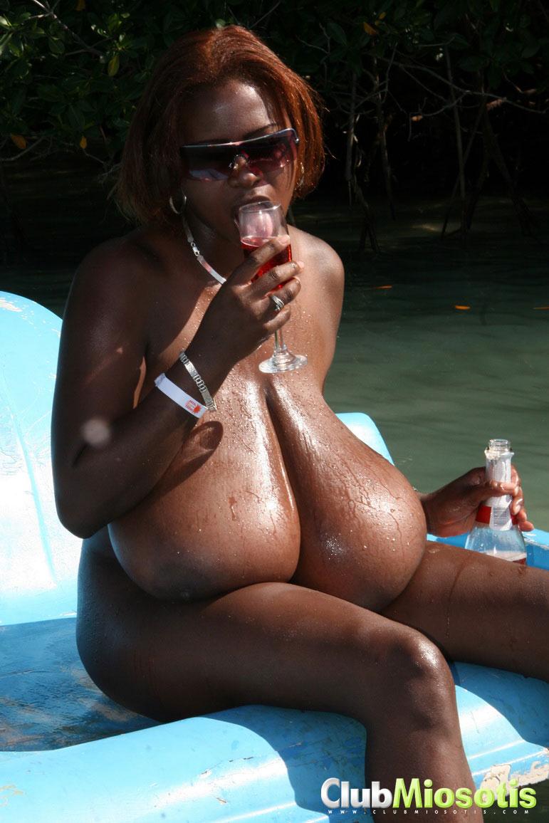 Naked Aguilera