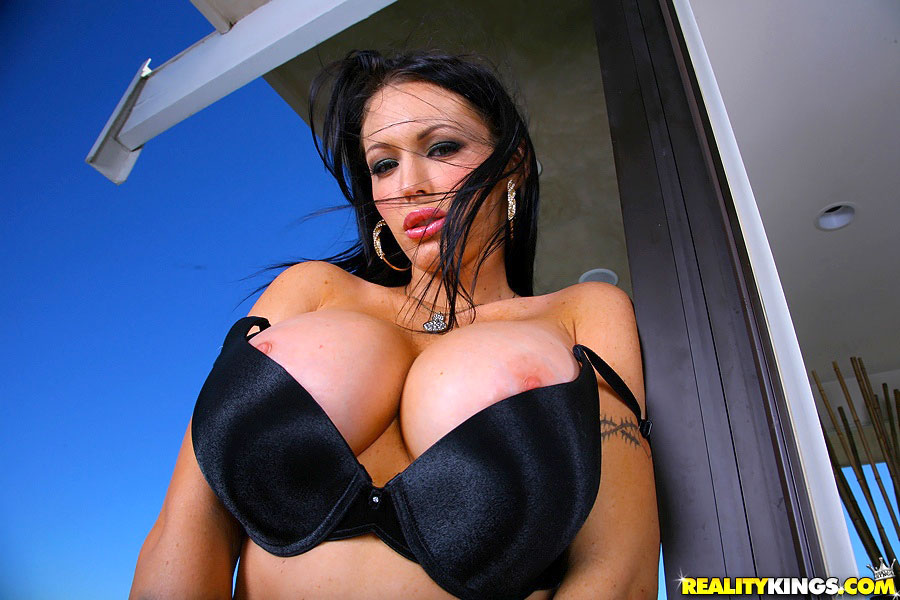 Jenna Presley Showing Off Her Big Tits In Tight Red Outfit Spankbank 1