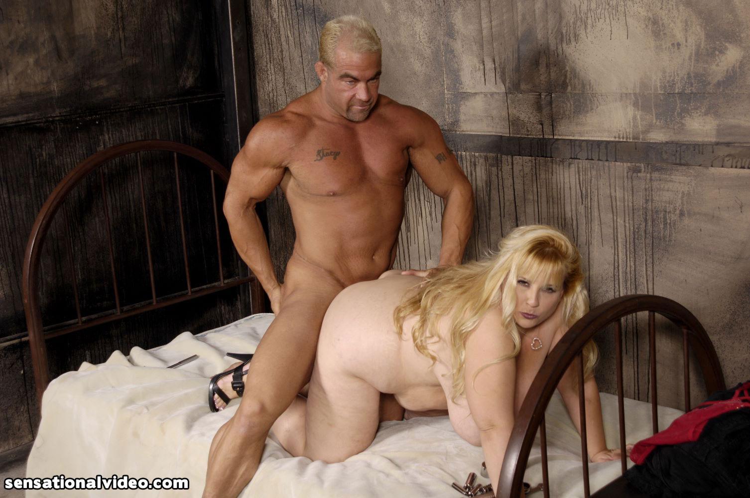 porno-foto-zhopastih-blondinok