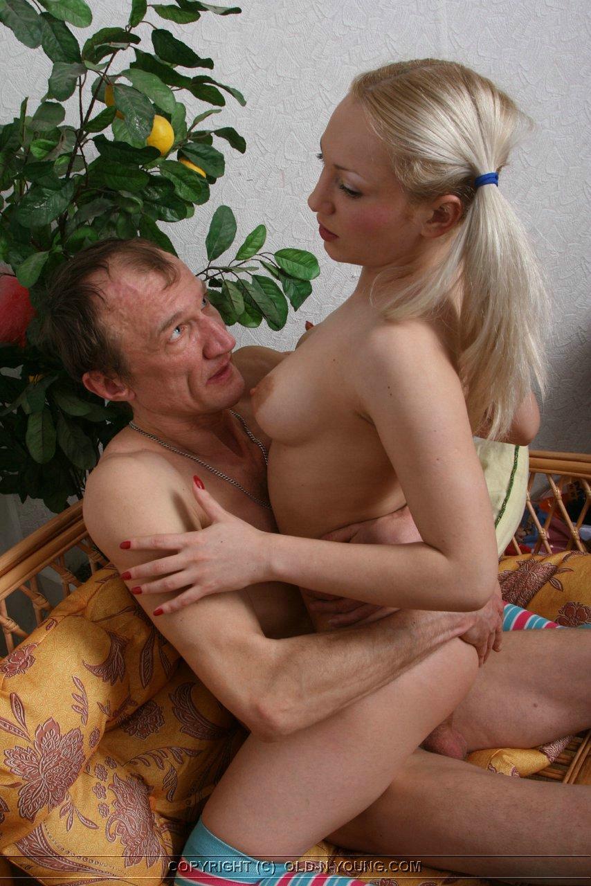 erotika-otets-s-dochkoy